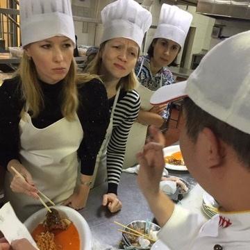Students interacting with Ci Li Xiang culinary instructors. Photo from Ci Li Xiang Facebook.