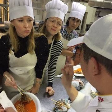 Students interacting with Ci Li Xiang culinary instructors. Photo from Ci Li Xiang Facebook.